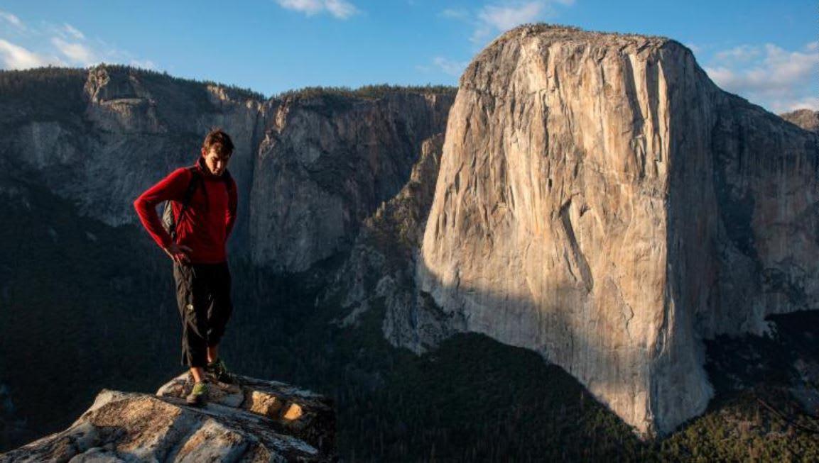 تعرف إلى الأمريكي الذي تسلق جبل يصل طوله إلى 3000 قدم دون حبال