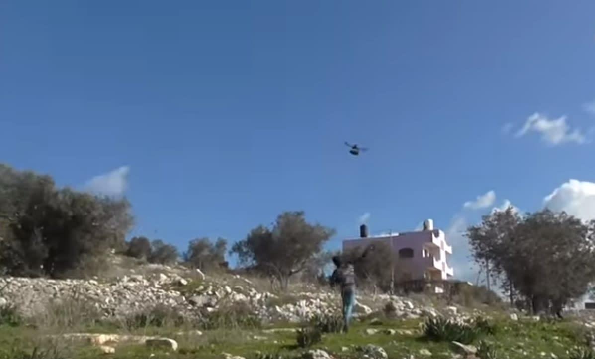 """""""وفا"""": فلسطينيون يسقط طائرة مُسيرة إسرائيلية بالحجارة في كفر قدوم"""