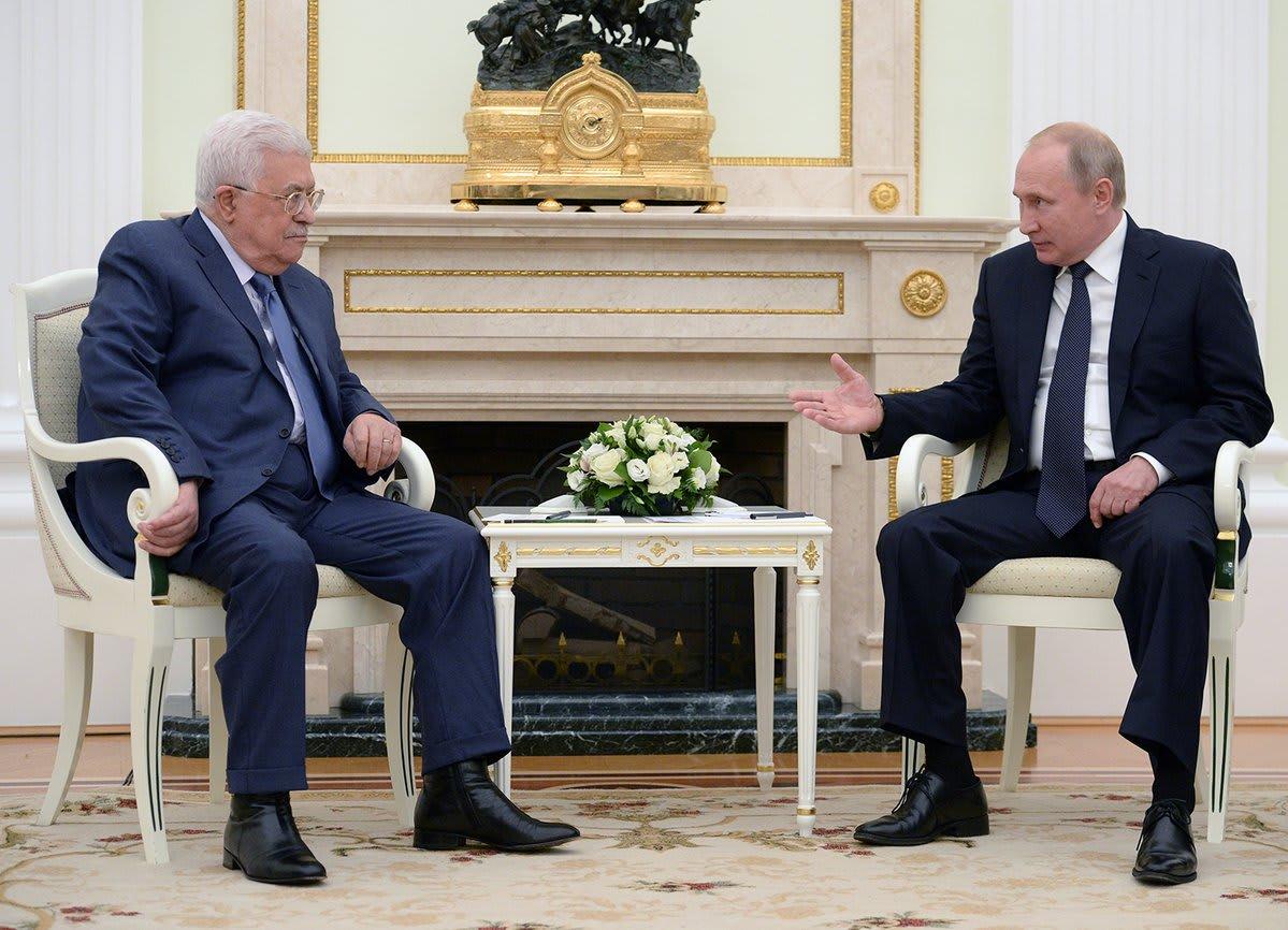 بوتين لعباس: سعيد باستغلالك لبطولة كأس العالم من أجل زيارة روسيا
