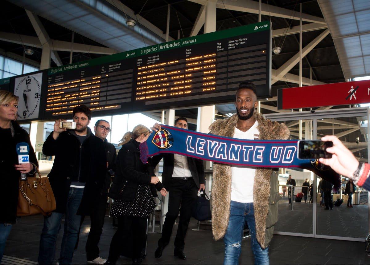 هكذا تم استقبال فهد المولد فور وصوله إلى إسبانيا للانضمام إلى ليفانتي