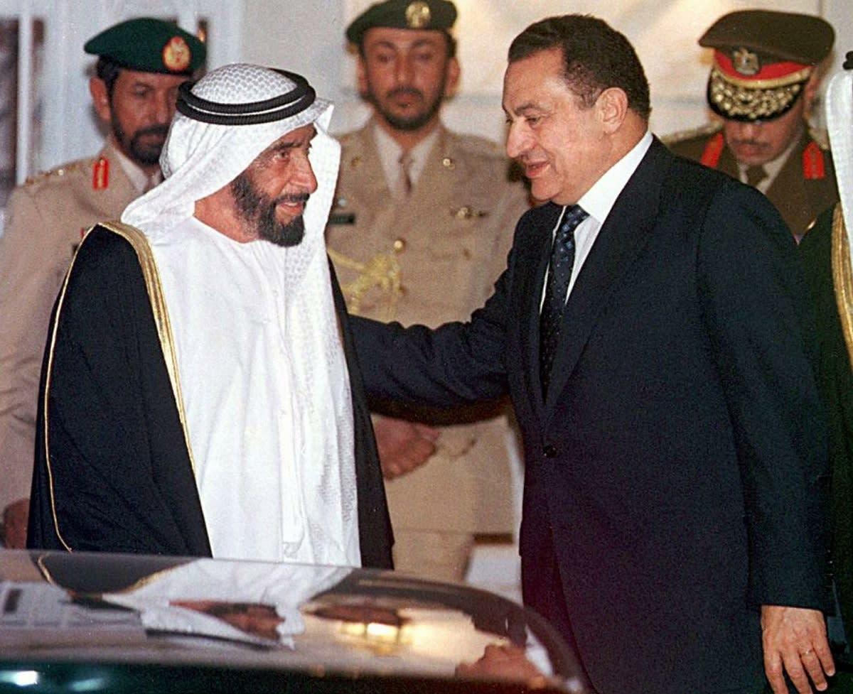 """قرقاش يتحدث عن """"موقف تاريخي"""" لمبارك و""""خيانة الإخوان"""".. ما السبب؟"""