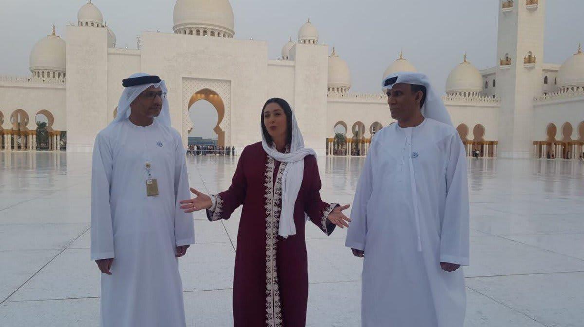 وزيرة الثقافة والرياضة الإسرائيلية تتجوّل في مسجد الشيخ زايد بأبوظبي
