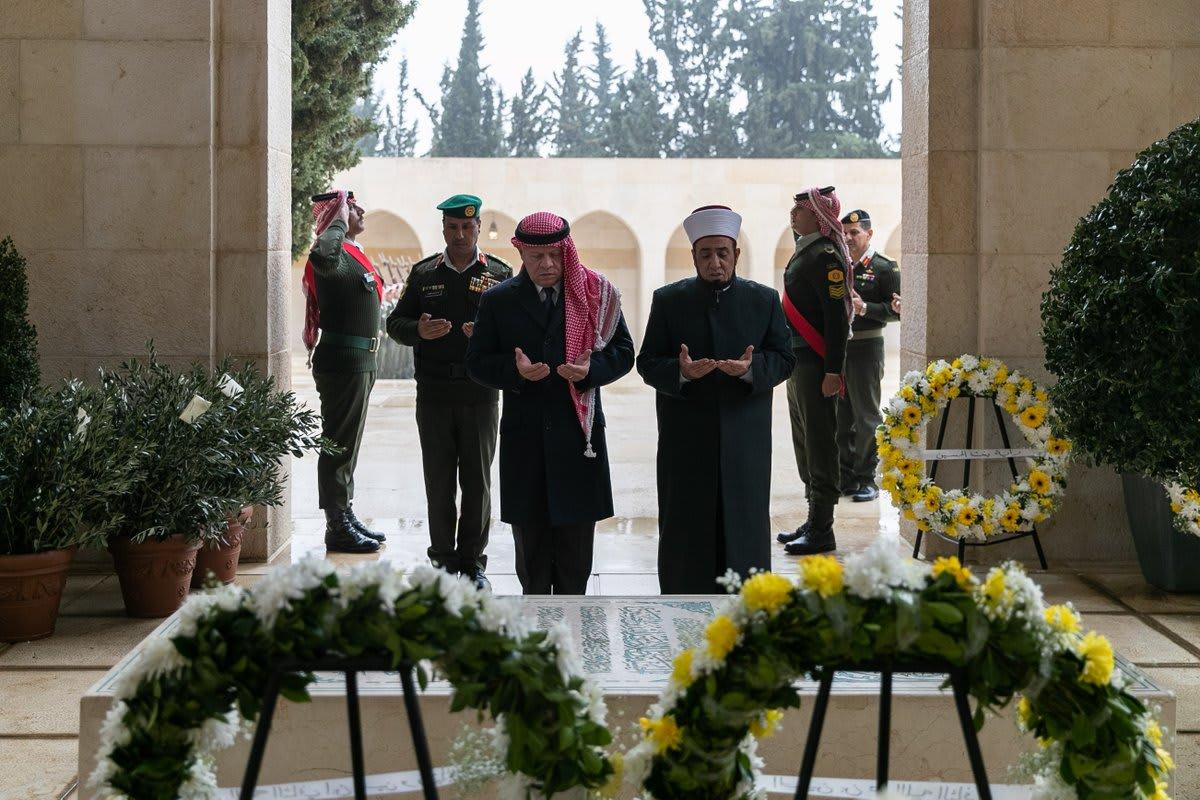 الملك عبدالله يزور ضريح والده في الذكرى العشرين لرحيله