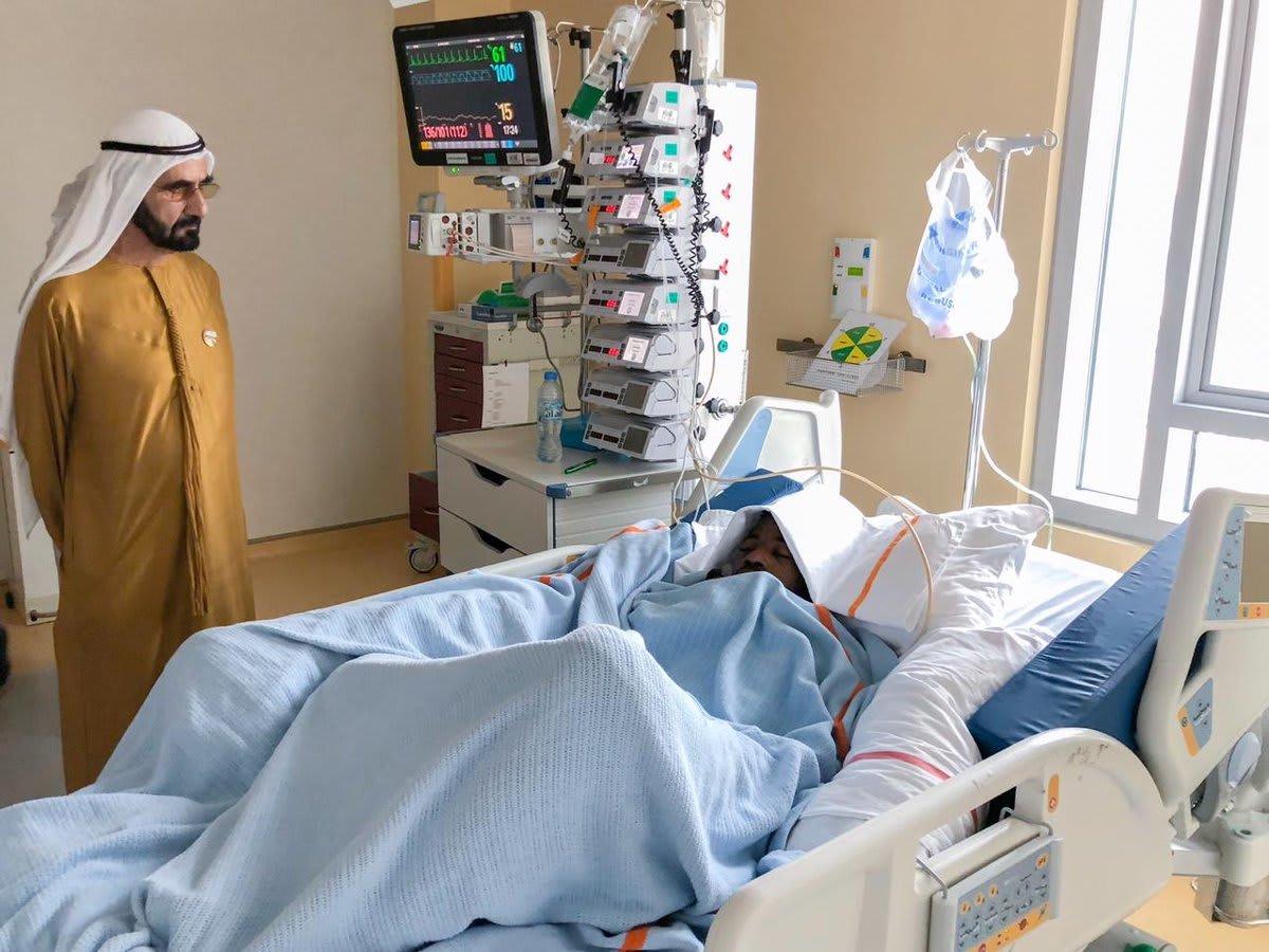 """محمد بن راشد يزور لاعبا تعرض لإصابة خطرة بعد اصطدامه بـ""""عمود الإنارة"""""""