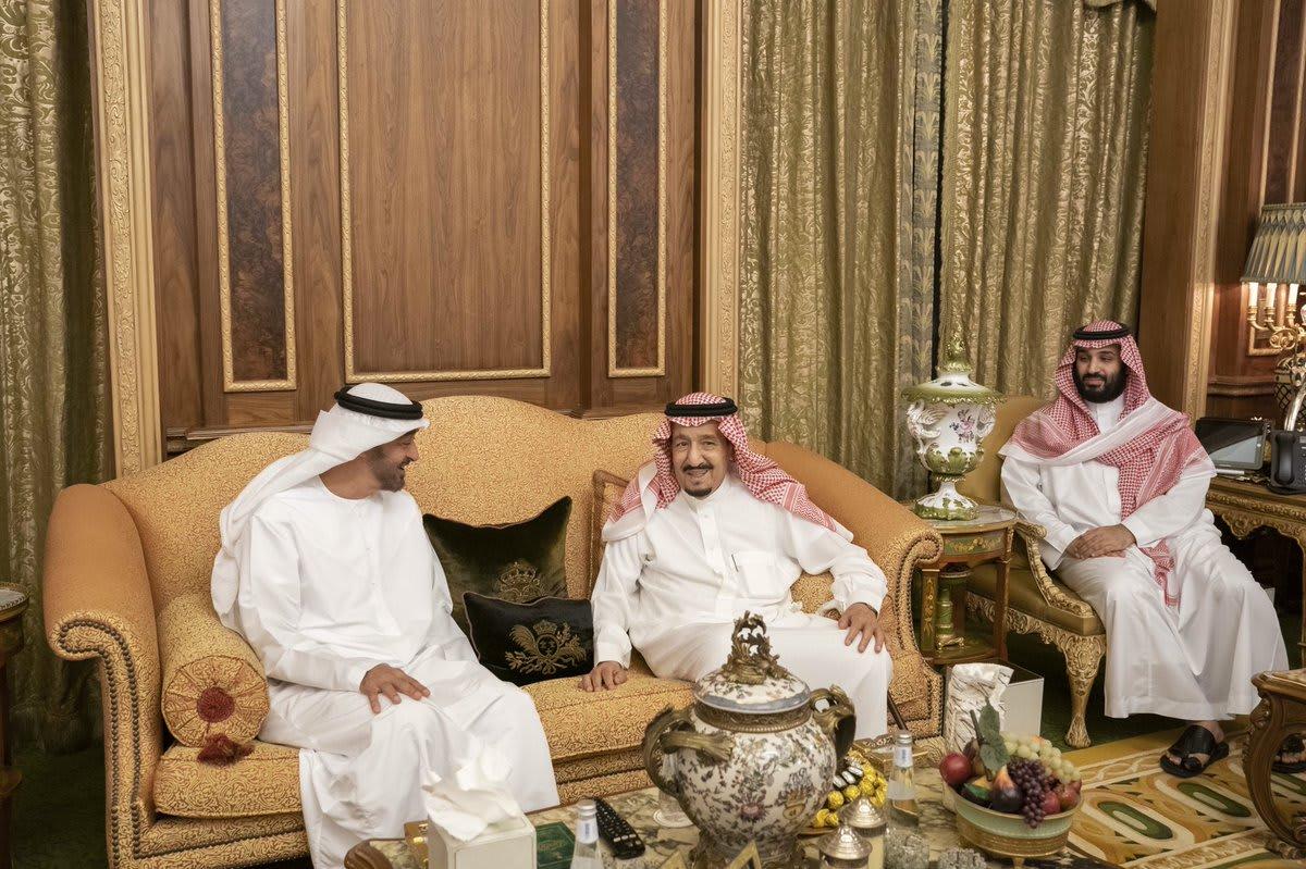 محمد بن زايد يلتقي العاهل السعودي وولي عهده في الرياض