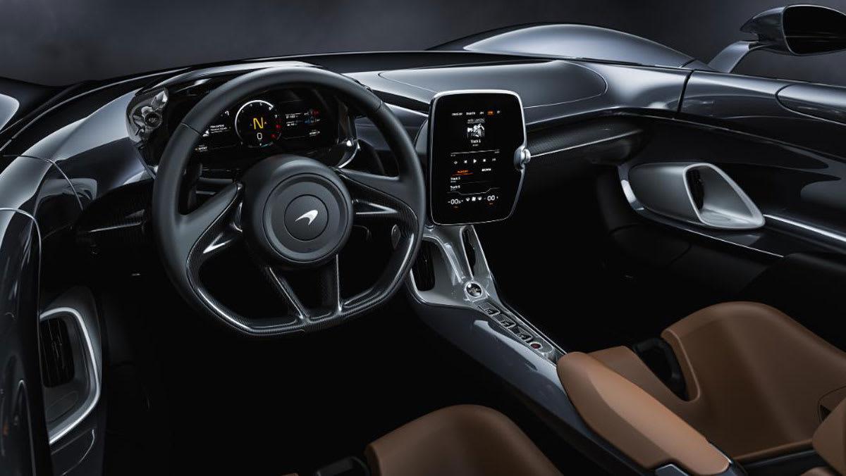 تتضمن السيارة أوضاع قيادة مختلفة، مثل وضع الرياضية، والراحة، ومسار السباق.