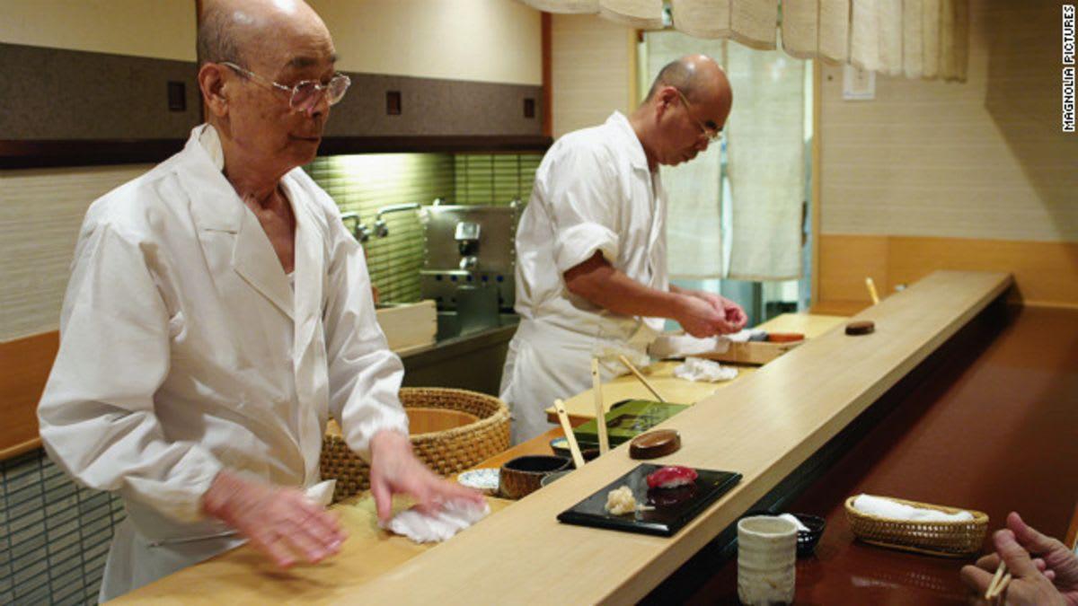 تناول المشاهير السوشي هناك.. ما سبب إزالة المطعم من لائحة ميشلان؟