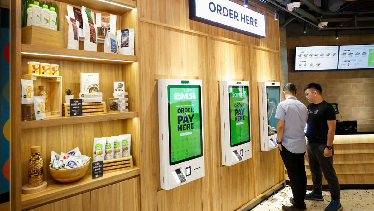 يتمتع تصميم المطاعم بأكشاك تسمح للزبائن طلب الطعام.
