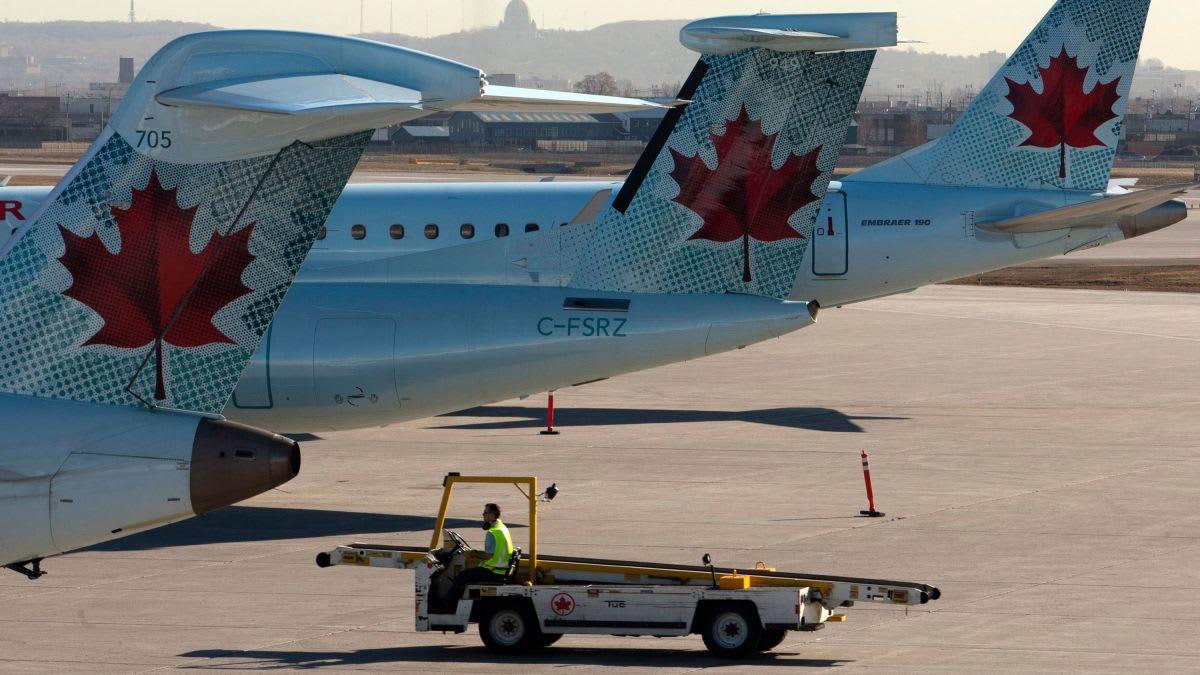 طائرة خطوط طيران كندا تفقد إحدى عجلاتها بعد وقت قصير من الإقلاع