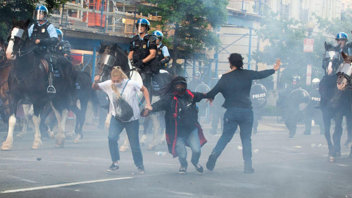 في ظل التظاهرات في أمريكا..ما هي مضار واستخدامات الغاز المسيل للدموع