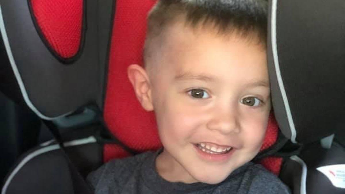 كيف فقد هذا الطفل والديه بسبب فيروس كورونا؟