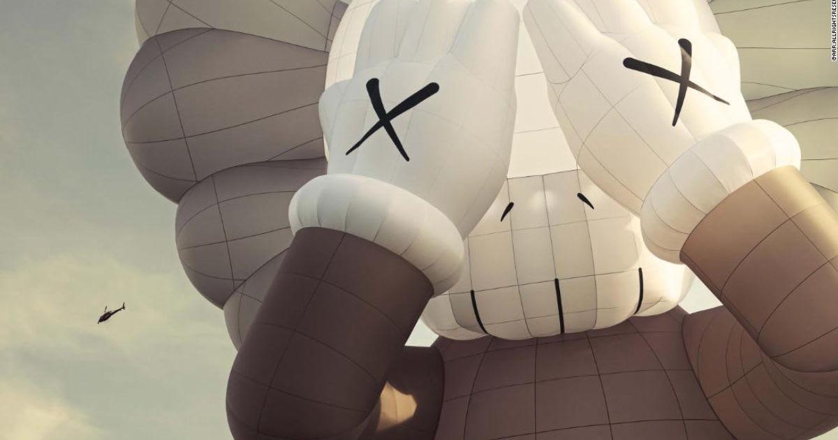 """على هيئة منطاد..مجسم عملاق للفنان """"كاوس"""" سيحلق فوق مدن العالم الرئيسية"""