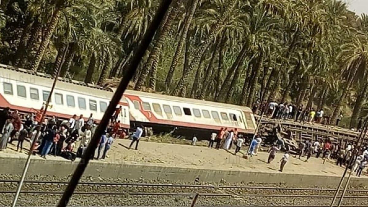 شاهد ماذا حدث لإمرأة علقت قدمها أسفل قطار