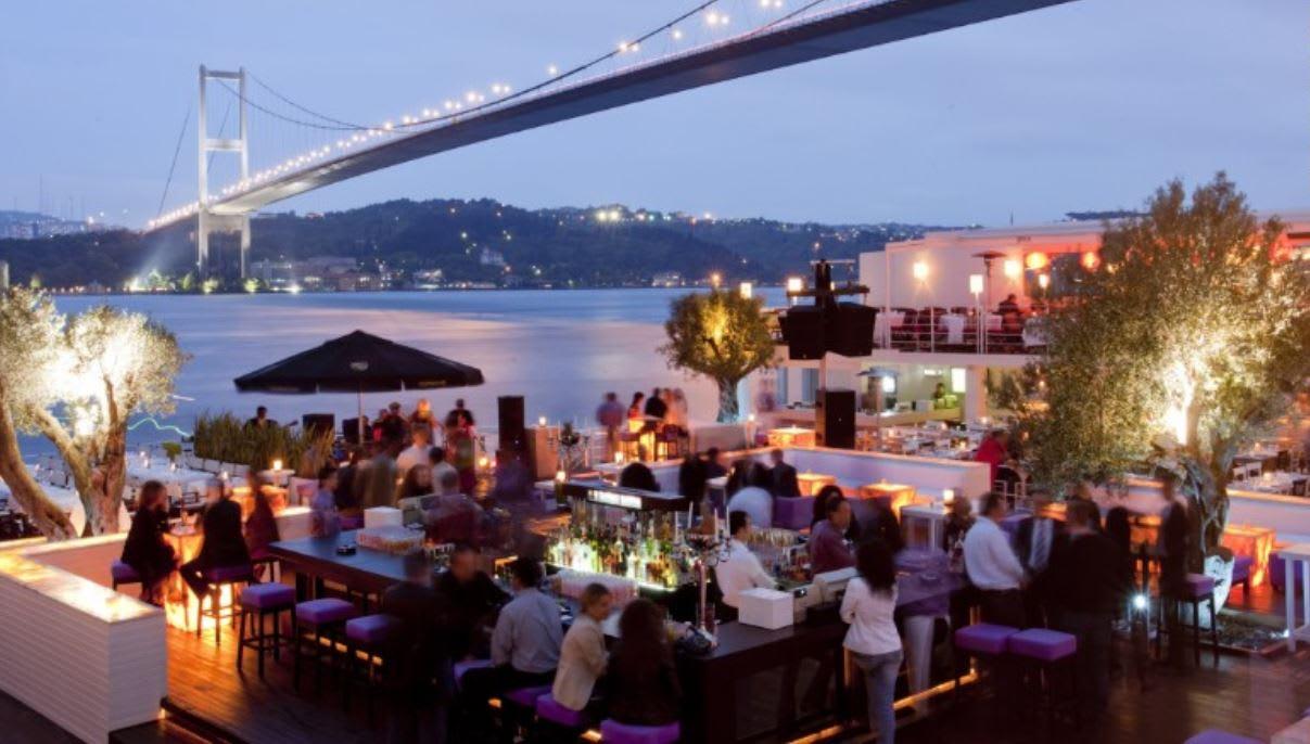 """ملهى """"رينا"""" الليلي بإسطنبول.. من محط أنظار المشاهير والنخبة في تركيا إلى مسرح حمام دم برأس السنة"""