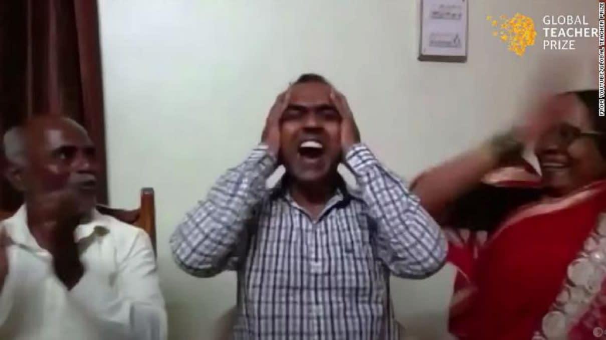 مدرس هندي يفوز بجائزة عالمية بقيمة مليون دولار.. ويعطي نصفها للوصيف