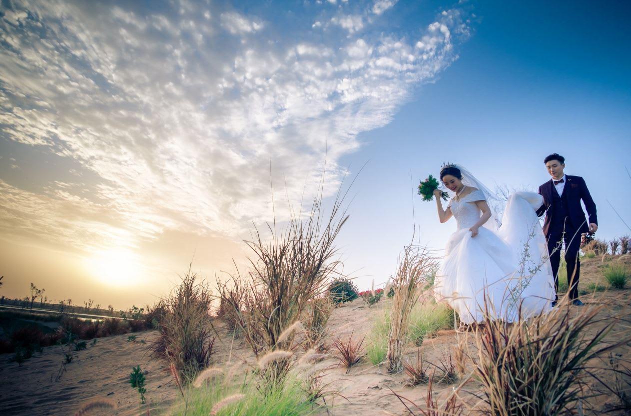 حفل زفاف جماعي في بحيرات الحب بدبي