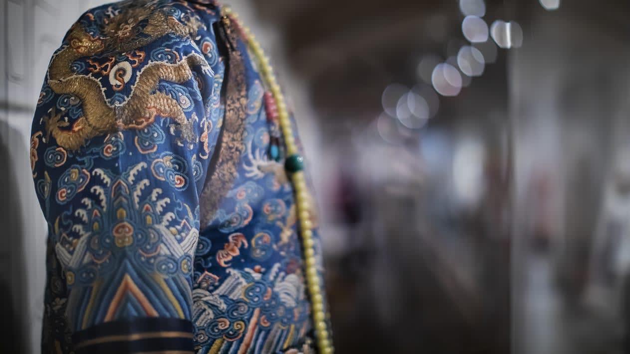5 أثواب تاريخية توضح الصلة بين الموضة والهوية