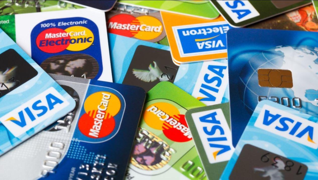 بطاقة بلاستيكية قد تُشكل مستقبلك المالي.. كيف ترفع من حدود استخدام بطاقاتك الائتمانية؟