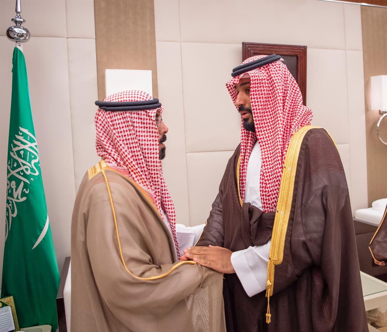 محمد بن سلمان يستقبل أسرة حارس العاهل السعودي القتيل