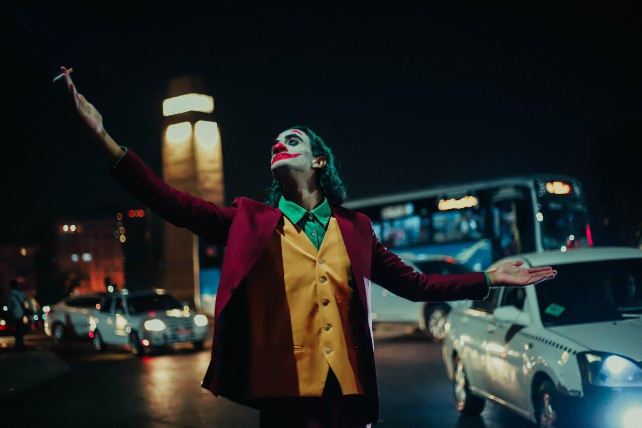 الجوكر في مصر.. ملصقات غرافيكية وصور تجسد تجربة الشخصية الشهيرة بالشوارع المصرية