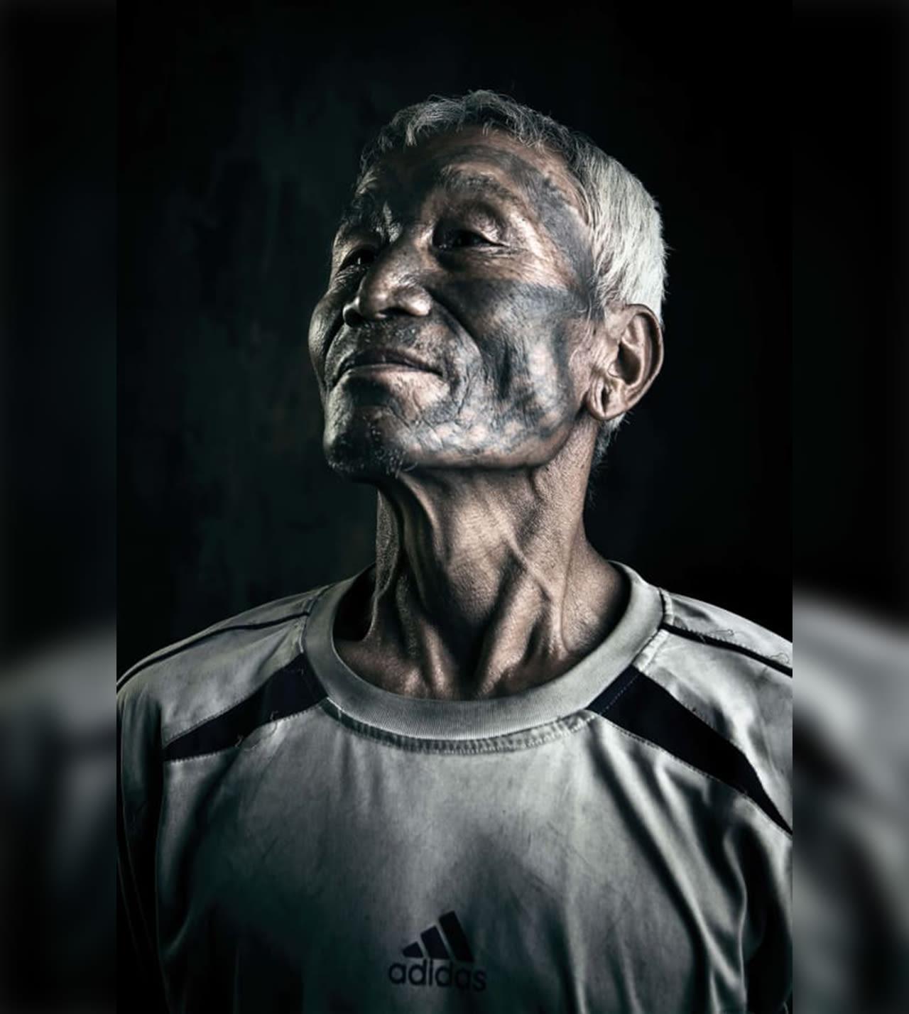 صور مؤثرة لأخر ما تبقى من أفراد قبيلة صائدي الرؤوس الموشومين بولاية ناجلاند الهندية