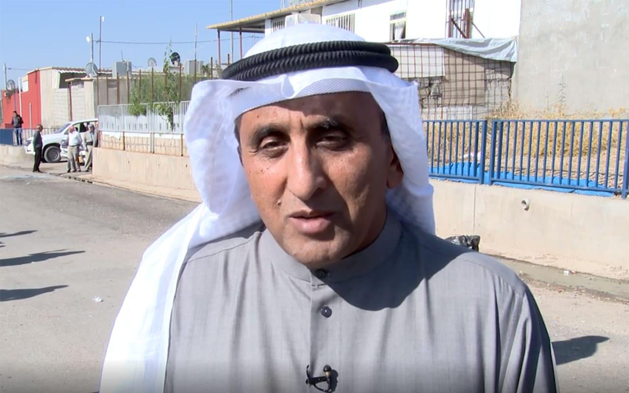 صورة أرشيفية لمدير الصندوق الكويتي للتنمية خلال زيارة لمخيم لاجئين في كردستان العراق