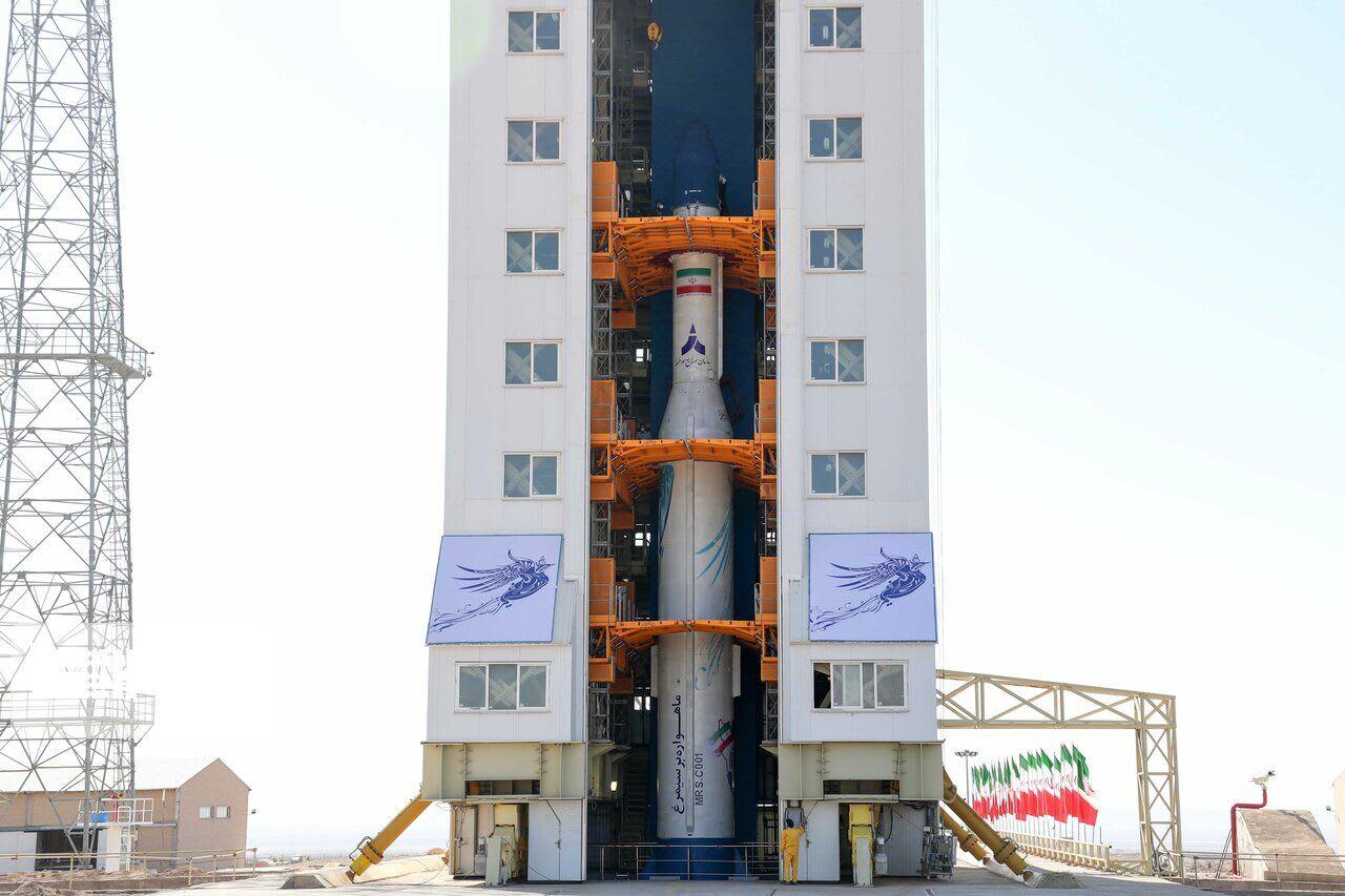 إيران تطلق أول اقمارها الصناعية إلى الفضاء