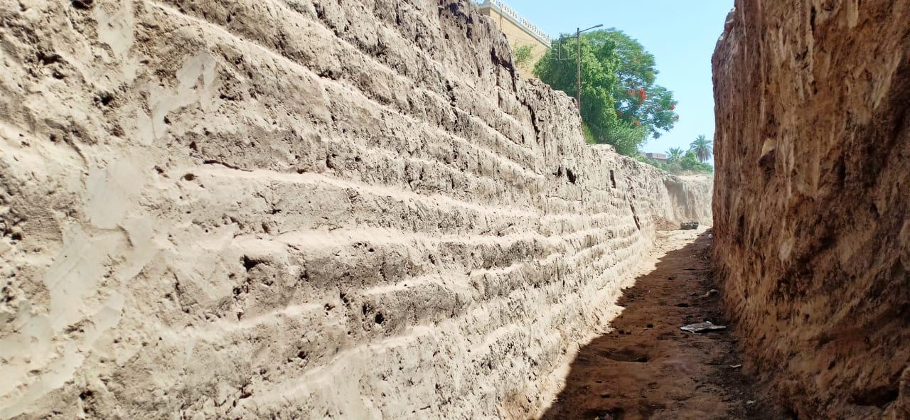 في مصر..اكتشاف أفران حرق وسور ضخم من العصر الروماني والمتأخر بمنطقة طريق الكباش بالأقصر