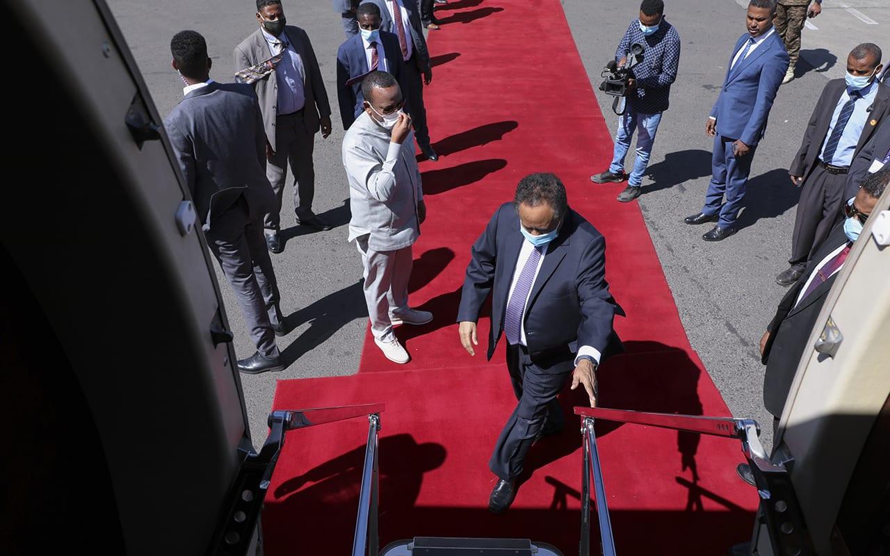 حمدوك يغادر إثيوبيا بعد ساعات رغم الإعلان عن زيارة تمتد ليومين