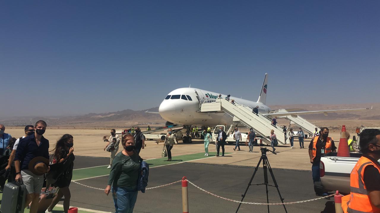 الأردن يستقبل أول رحلة طيران لمجموعة سياحية منذ بداية كورونا في العقبة