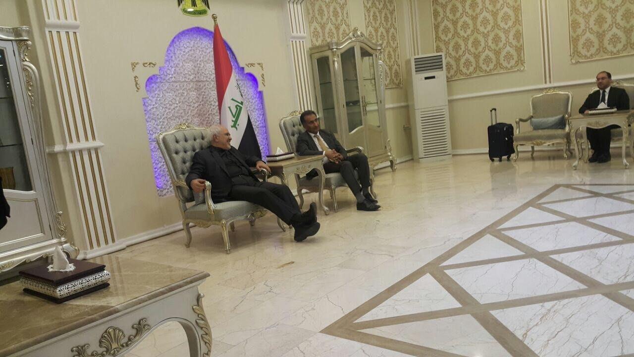 كيف رد ظريف على سؤال حول من يقف وراء الهجوم الأخير بالسعودية؟