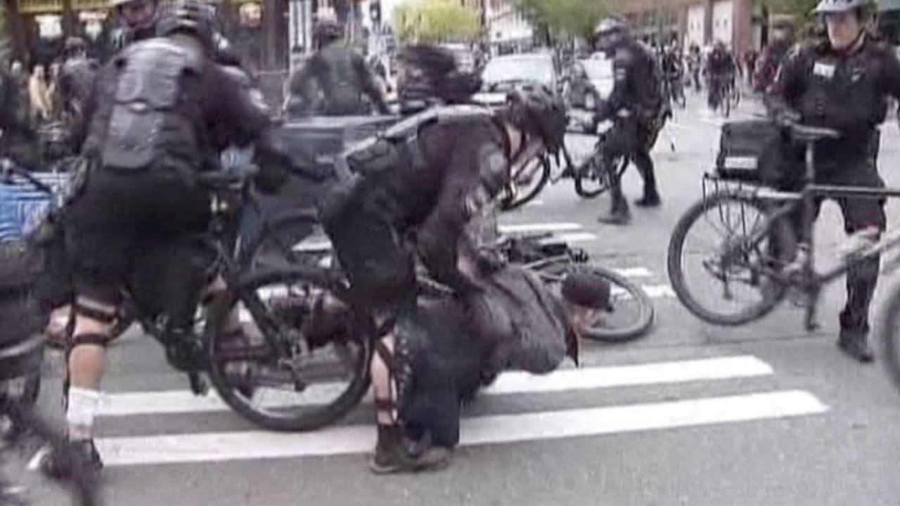 """بالفيديو.. خسائر مادية وإصابات باشتباكات """"عيد العمال"""" في سياتل"""