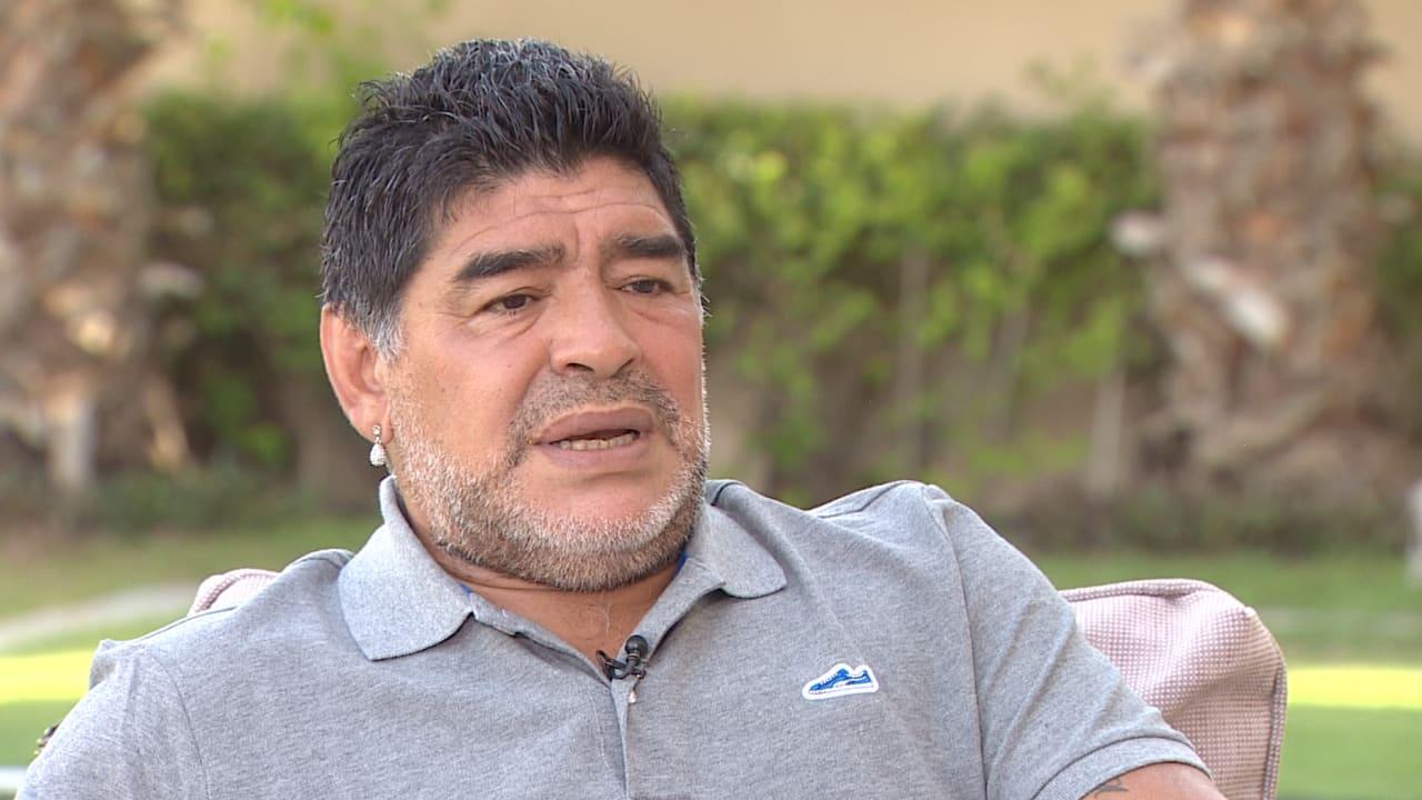 مارادونا لـCNN: بيليه لم يلمس الكرة بأوروبا وأي لاعب عادي كان سيصبح بمستواه
