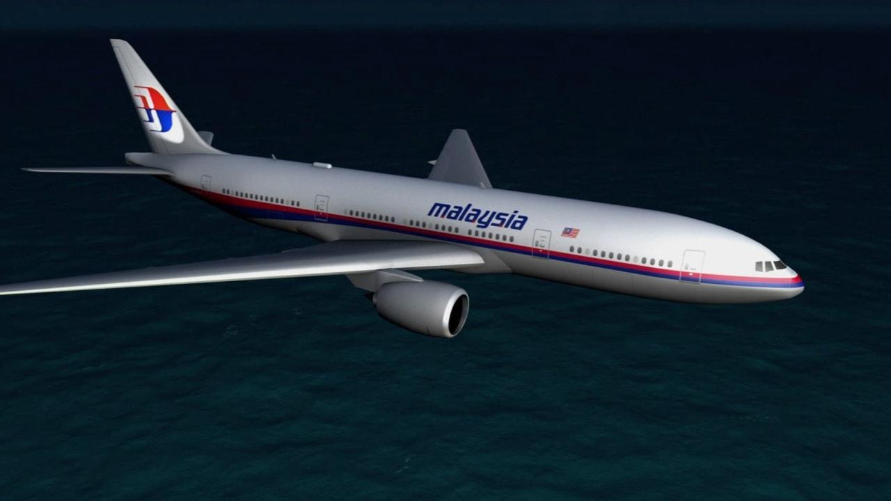 بالفيديو: العثور على جزء من حطام يعتقد أنه يعود للطائرة الماليزية 370.. هل اقترب حل اللغز؟