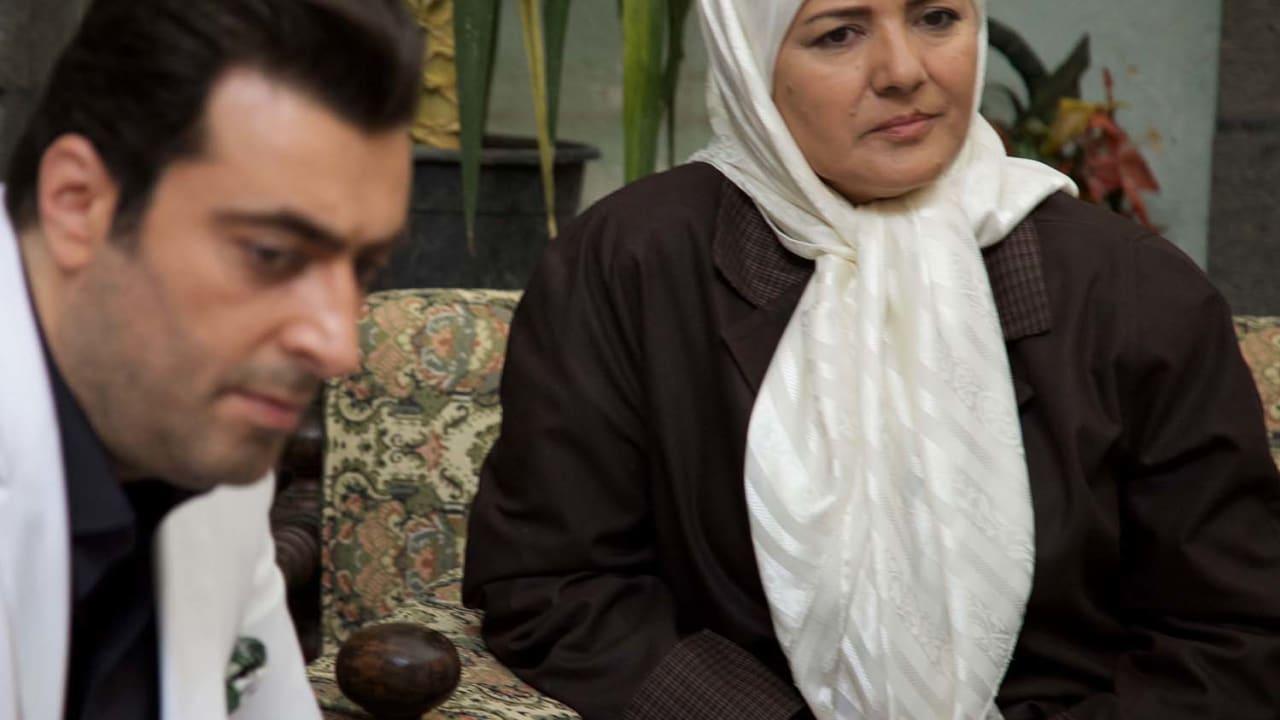 الممثلة سمر سامي بدور أم عبدو إلى جانب ابنها الكبير عبدو.