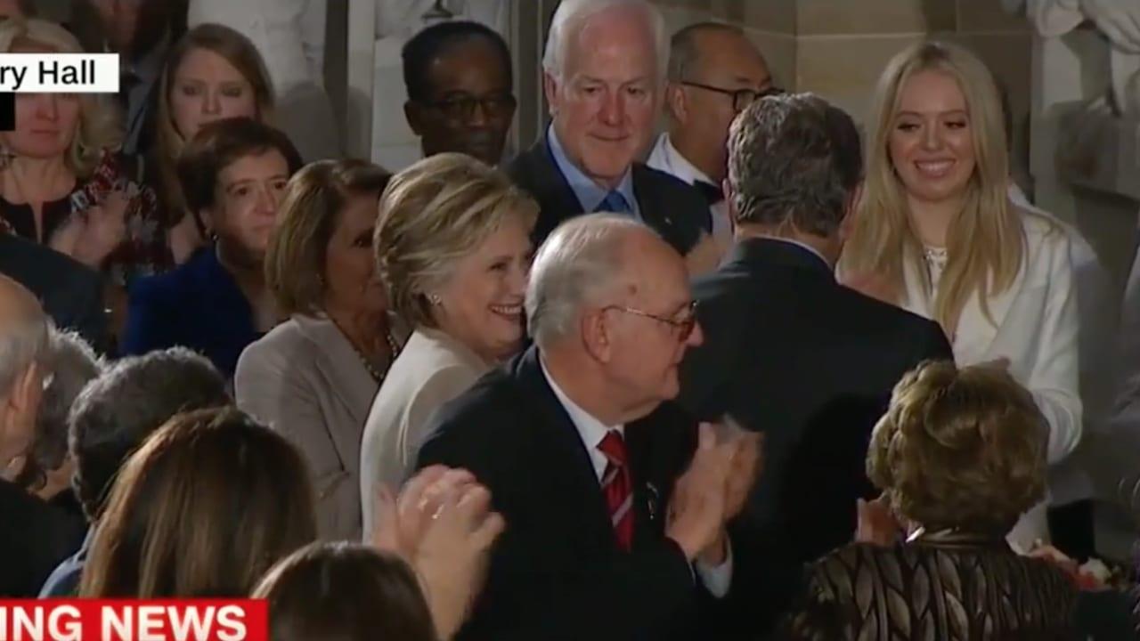 ترامب يثمن حضور كلينتون مراسم التنصيب: شرف لي