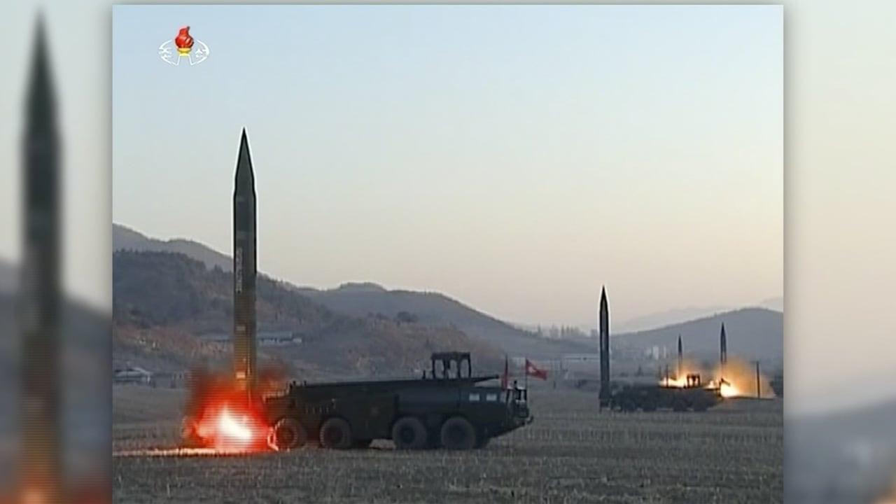 شاهد.. لحظة إطلاق كوريا الشمالية صواريخ بالستية