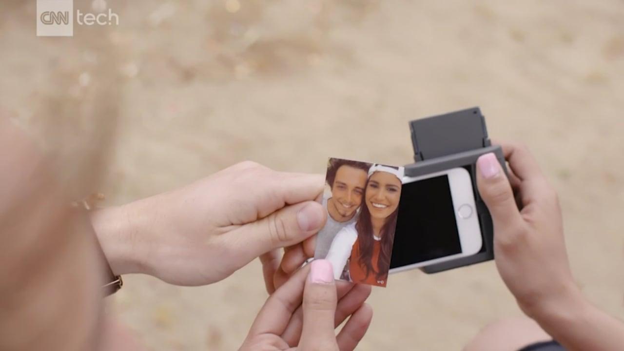 غلاف هاتف؟ أم طابعة للصور؟ إنه يحوي الاثنين!