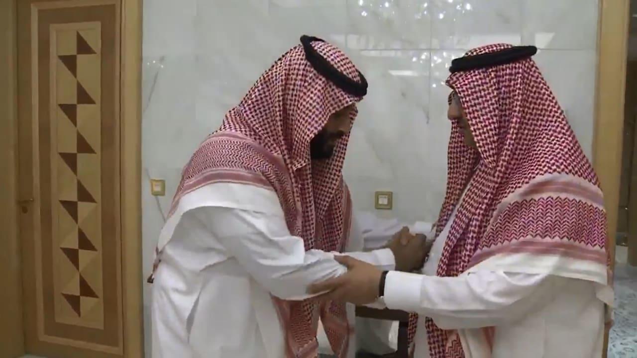 بالفيديو.. محمد بن نايف يبايع محمد بن سلمان ولياً للعهد