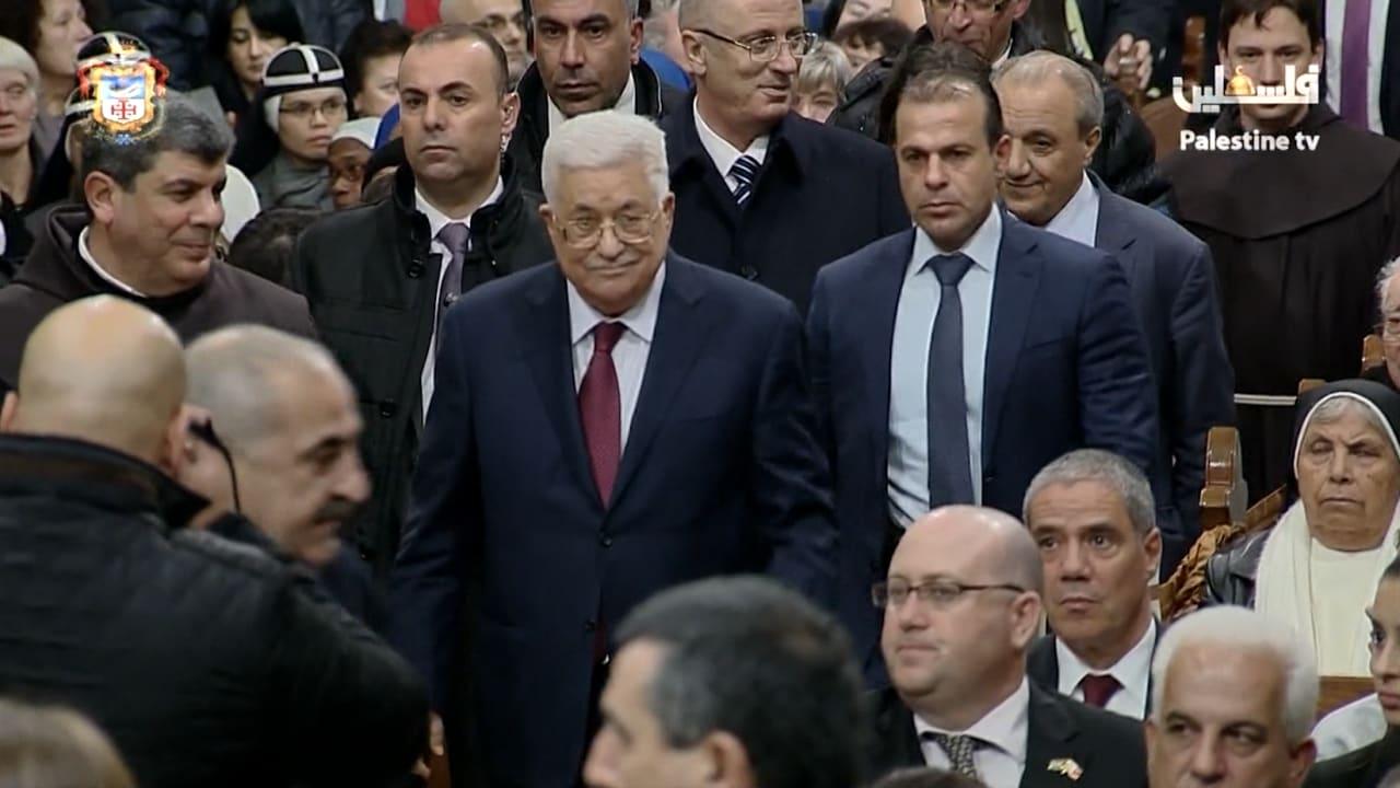 شاهد.. عباس يشارك بقداس منتصف الليل في بيت لحم