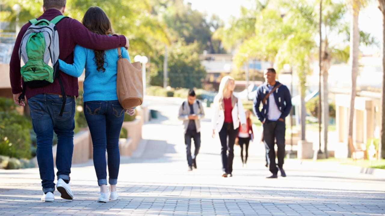 معظم طلاب الجامعات في أمريكا يتعرضون للمعاكسات