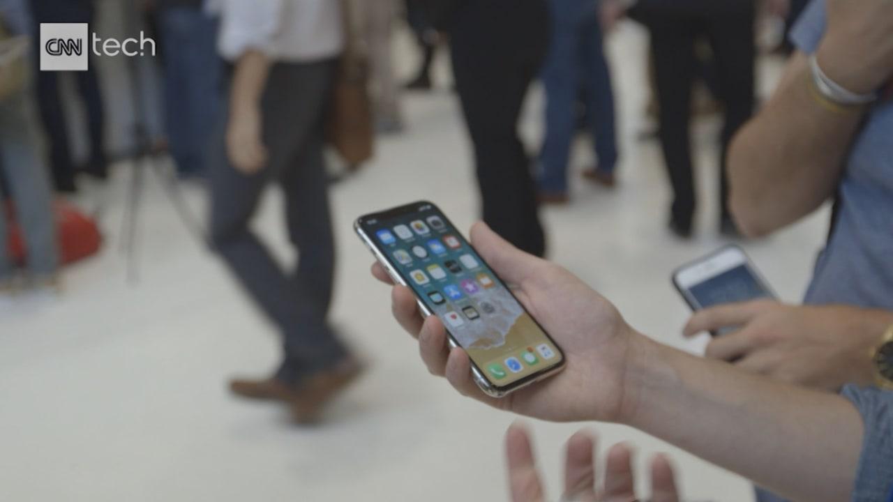 """شاهد.. آبل تستعرض نظام iOS 11.3.. برموز """"أنيموجي"""" متحركة!"""