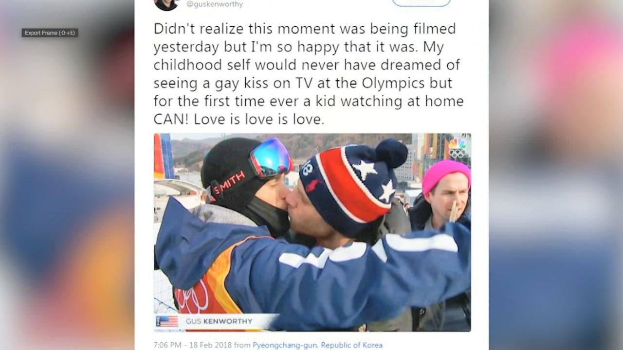 شاهد القبلة التاريخية لهذا اللاعب الأولمبي