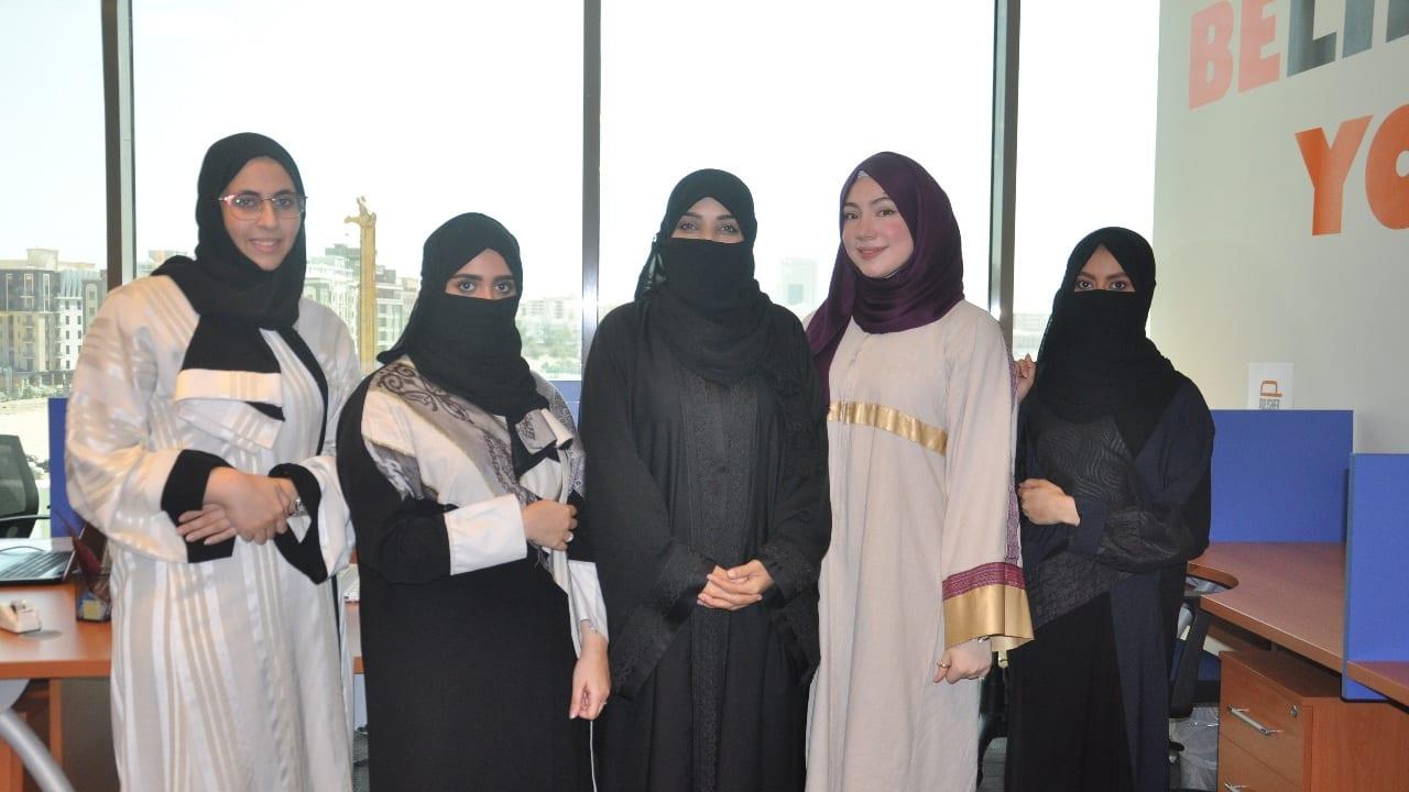 شركة لتلميع السيارات بقيادة نساء سعوديات