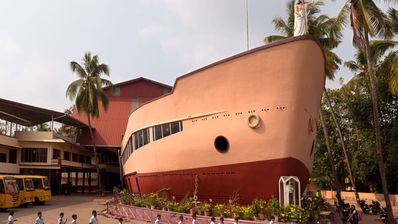 """كنيسة """"سفينة القديسة تيريزا"""" في كيرلا."""