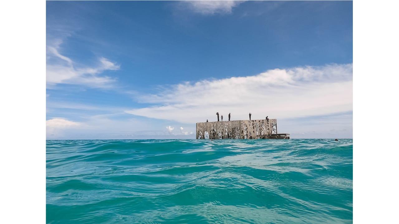 افتتاح أول متحف شبه مغمور في العالم في المالديف.
