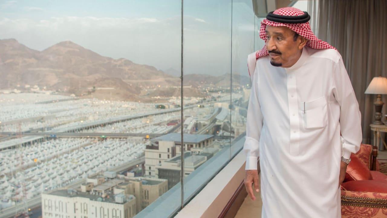 الملك سلمان: خدمة الحجاج واجب على العسكريين السعوديين