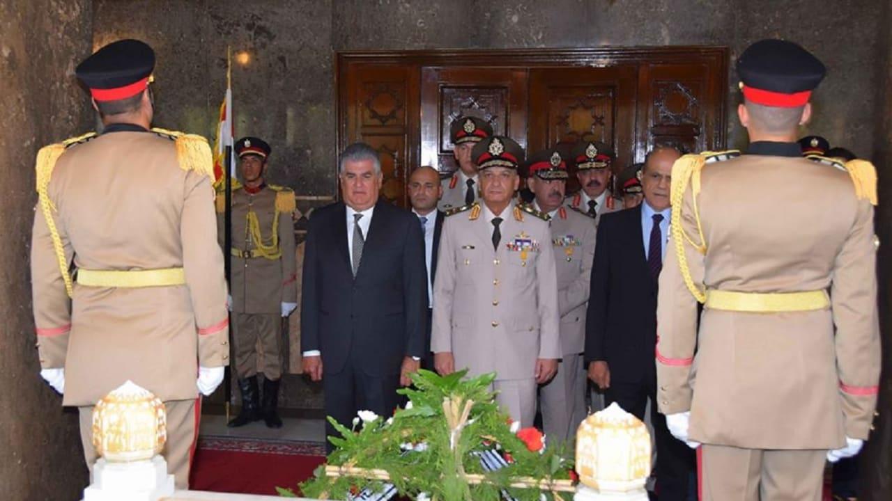 ماذا دار في زيارة وزير الدفاع المصري إلى ضريح عبدالناصر؟