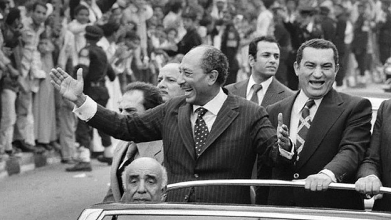 علاء مبارك ينشر فيديو عن والده في الذكرى 45 لحرب أكتوبر.. بماذا غرد؟