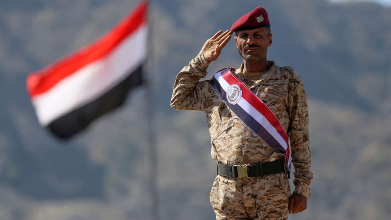 تعيين الفريق المقدشي وزيرا للدفاع واللواء النخعي رئيسا للأركان في اليمن